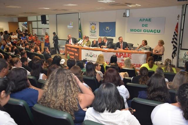ATO CONTRÁRIO AO FECHAMENTO DAS APAES REUNE GRANDE PUBLICO NA ASSEMBLÉIA LEGISLATIVA DE SÃO PAULO