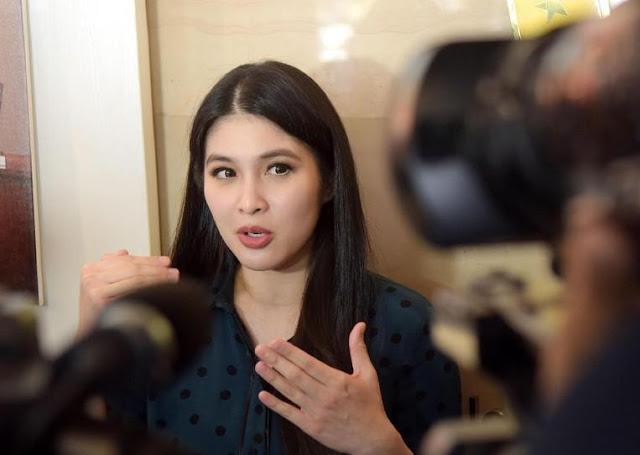 Cerita Sandra Dewi Gagal Tampil Cantik Saat Melahirkan