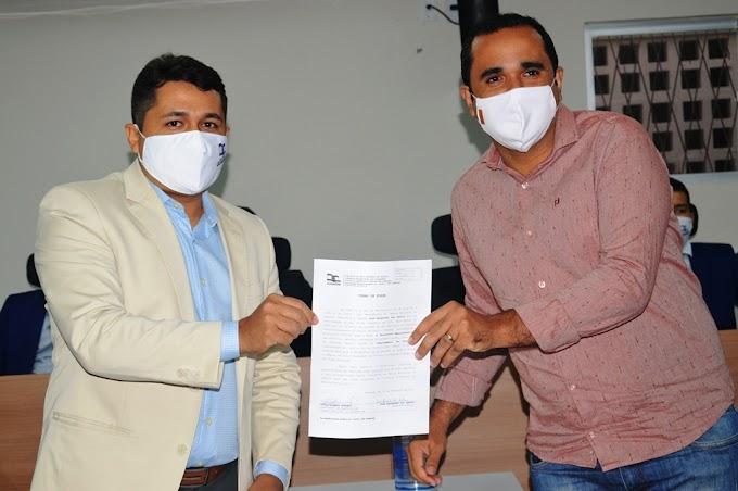 Vereador Leandro Félix participou da sessão solene onde empossou novos servidores da casa legislativa de Guamaré