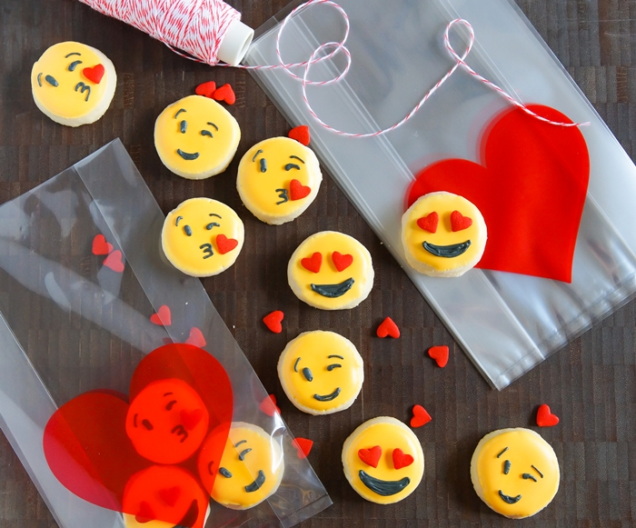 valentine emoji cookies