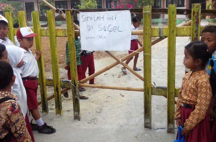 Serentak 46 Gedung Sd Di Pamekasan Disegel Pemilik Lahan