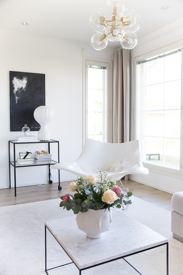 olohuone, kodin sisustus, klassinen sisustus, Villa H, stingray keinutuoli, hattara matto