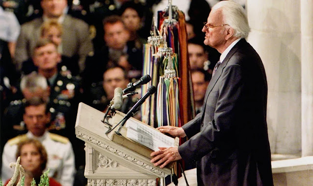 """""""Deus nunca nos abandonará"""": a mensagem que Billy Graham pregou aos EUA no 11 de setembro"""