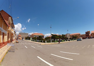 Praça central de Yunguyo no Peru.