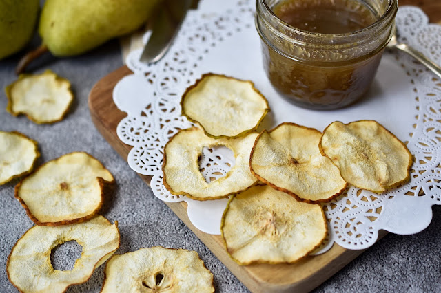 Dehydrated Pear Chips With Quick Vegan Caramel Sauce