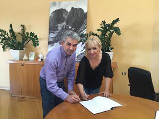 """ΔΕΛΤΙΟ ΤΥΠΟΥ Π.Ε.ΠΙΕΡΙΑΣ:Υπογραφή σύμβασης διαβαθμιδικής συνεργασίας για την πράξη: «ΕΓΚΑΤΑΣΤΑΣΗ ΠΡΟΣΒΑΣΗΣ ΑΜΕΑ """"SEATRAC"""" ΣΕ ΠΑΡΑΛΙΕΣ ΤΗΣ ΠΕ ΠΙΕΡΙΑΣ» μεταξύ της Περιφερειακής Ενότητας Πιερίας και του Δήμου Κατερίνης"""