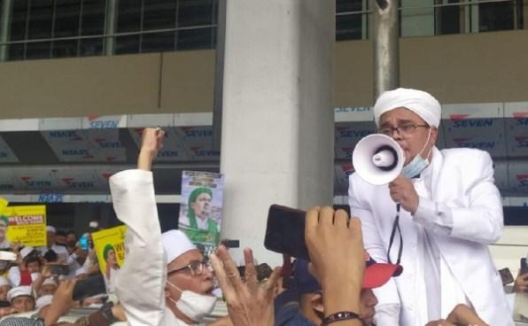 Habib Rizieq Kembali Muncul di Hadapan Massa: Allahu Akbar!