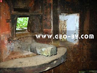 Внутри дота №44. Деревянный станок Горностаева