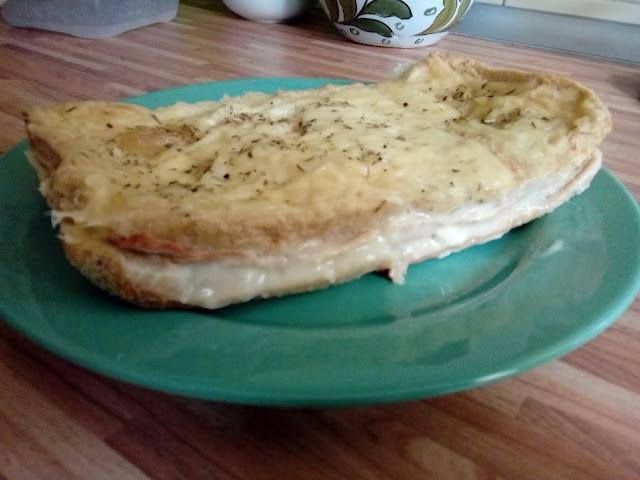 Pastel de pan de molde con pavo y queso