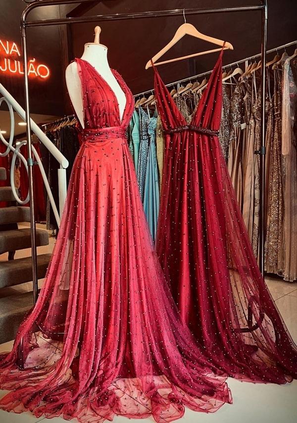 vestido longo marsala bordado com pérolas