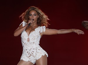 Beyoncé: sexy and athletic on stage, she ignites the Brazil!