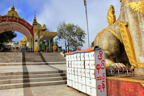 Consigna a la entrada a Kyaiktiyo - Myanmar