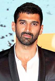 Aditya Roy Kapur Wiki, Height, Weight, Age, Wife, Family and Biography