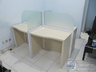 Meja Partisi Kantor 4 Staff Furniture Semarang