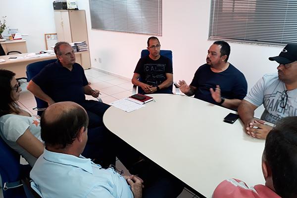 Reunião na Semob, nesta quarta (18) com o Sinttromar e empresas que operam o transporte público em Maringá – Foto: Luiz Fernando Cardoso/Café com Jornalista
