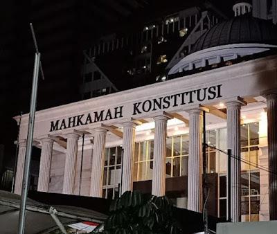 MK Bisa Bubarkan Parpol Pro Perubahan Pancasila, Benny Harman MK Berani