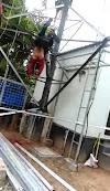 Seorang pekerja tower jaringan telepon di Desa Leubang terjatuh dari ketinggian 30 m