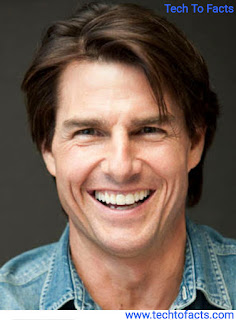What is the monthly income of Tom cruise?