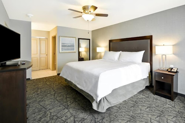 Homewood Suites by Hilton Las Vegas City Center offers spacious studio, one and/or two bedroom suites with separate living and sleeping areas. Each suite offers a fully equipped kitchen including afull-sized refrigerator, microwave, two burner stove and dishwasher.