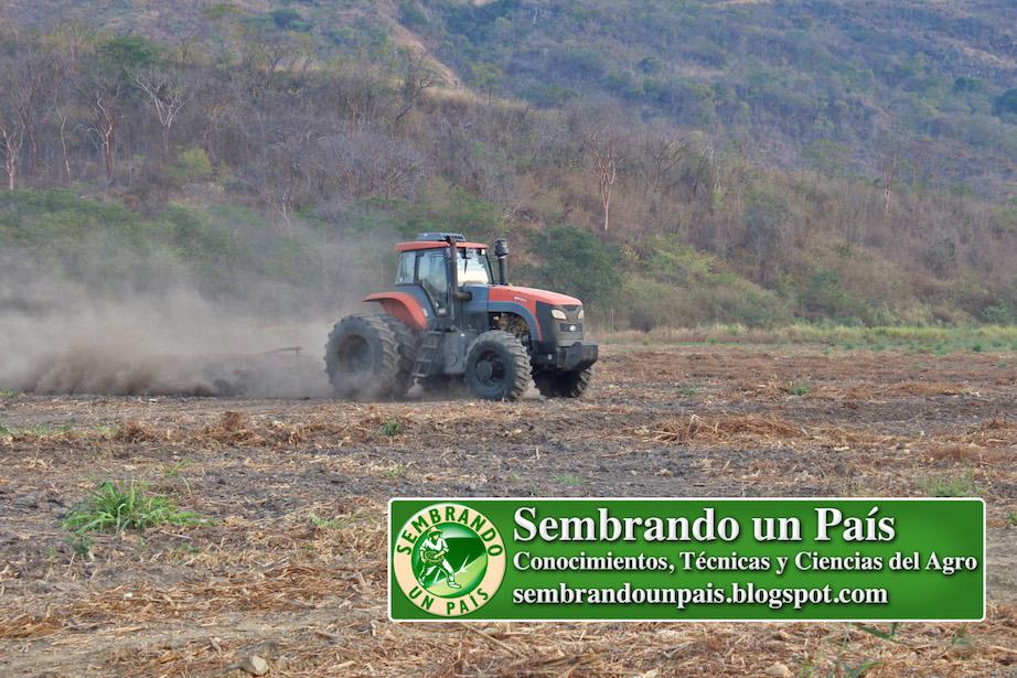 preparación de suelo con maquinaria