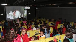 """سوريا.. سينما تركية متنقلة ترسم البهجة على وجوه أطفال """"رأس العين"""""""
