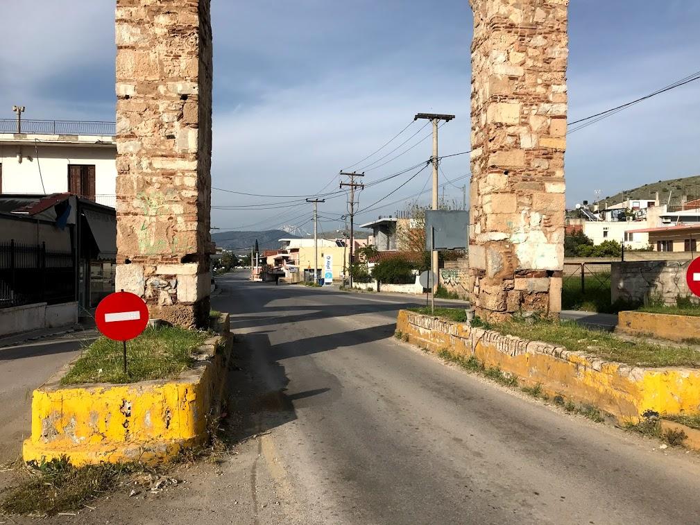 Σε άλλους ρυθμούς κινείται η Χαλκίδα θυμίζοντας μια άδεια πόλη χωρίς προβλήματα, χωρίς κίνηση, χωρίς θόρυβο και χωρίς ουρές
