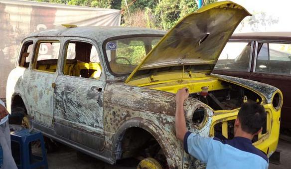 Restorasi Mobil Antik