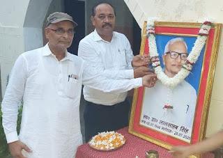 #JaunpurLive : दुनिया में न रहने पर भी पिता की मिल रही है प्रेरणा:डा. विजय
