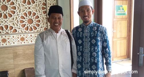 Penulis berfoto bersama Sang Ustad, H Didik M Nur Haris Lc, MA PhD Ketua IKADI Kalbar setelah acara selesai.