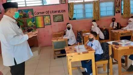 Zul Elfian Umar tinjau pelaksanaan proses belajar tatap muka di SMPN 1 Kota Solok