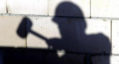 Половина працездатних громадян працює в тіні й за кордоном
