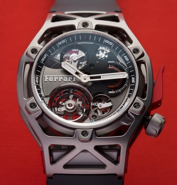 27772d990255 Una corona a las 4 en punto levanta con el famoso Caballo Prancing de  Ferrari y contribuye a la aerodinámica de la pieza. Mientras tanto