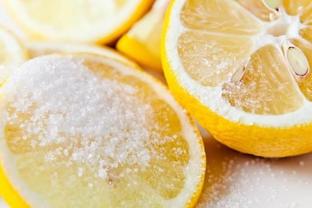 Lemon dan gula buat bibirmu merah merona