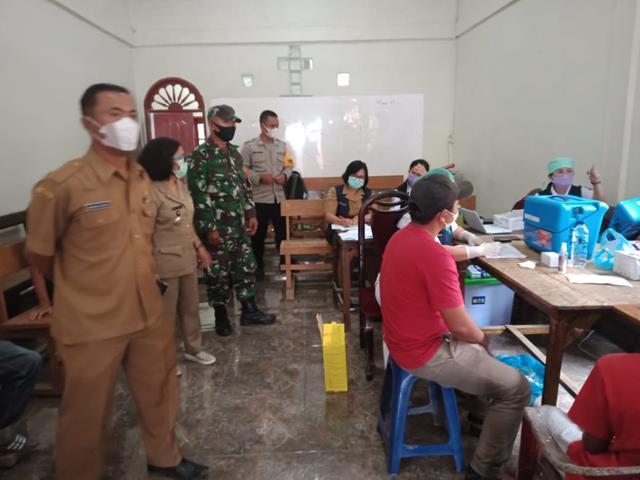 Dalam Rangka Pelaksanaan Vaksin Kepada Masyarakat Didampingi Personel Jajaran Kodim 0207/Simalungun