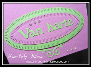 """Close-up van """"Van harte"""" op de ovalen met kleine lijntjes. Close-up of """"Congratulations"""" (Dutch words) on the ovals with small lines."""