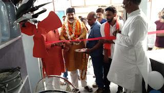 #JaunpurLive : सहारा इलेक्ट्रॉनिक शॉप का मंत्री ने फीता काटकर किया उद्धघाटन