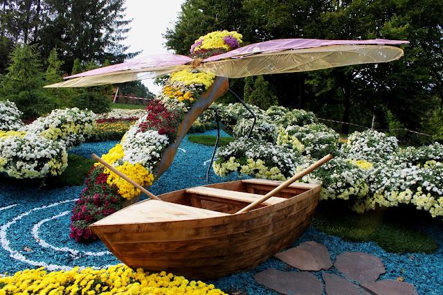 «На волнах волшебного озера» - стрекоза и лодка