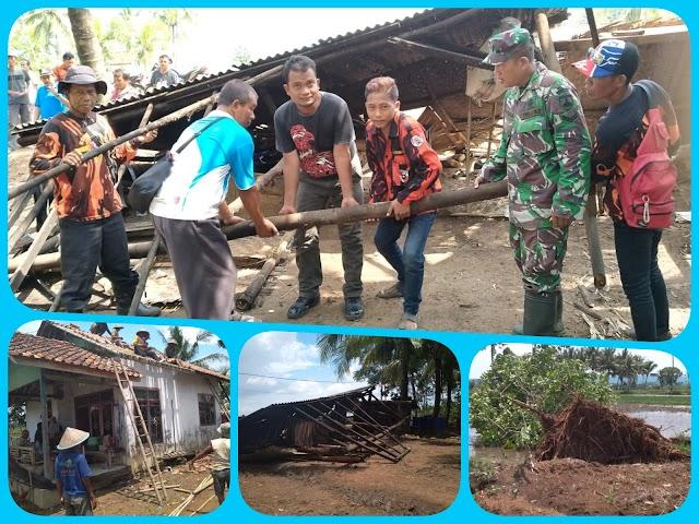 Rumah Warga Desa Cimurutu Banyak yang Roboh Akibat Hujan Angin