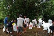 Aksi Cepat Anggota Koramil 13/Majenang Atasi Jebolnya Sungai Cilumuh