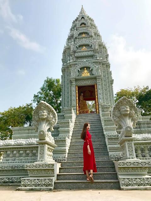 Chùa Wat Pătum Wôngsa Som Rông