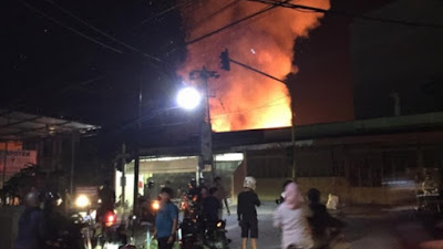 BREAKING NEWS: Kebakaran di Jalan Sukawati Watampone
