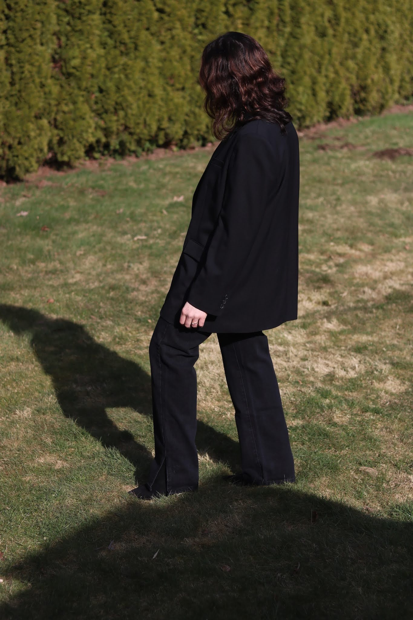 Babaton Agency blazer + split hem jeans outfit
