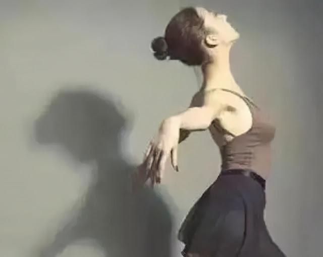 """三焦經,人體的出氣筒,女人的""""美容經""""(立位拉筋法)"""