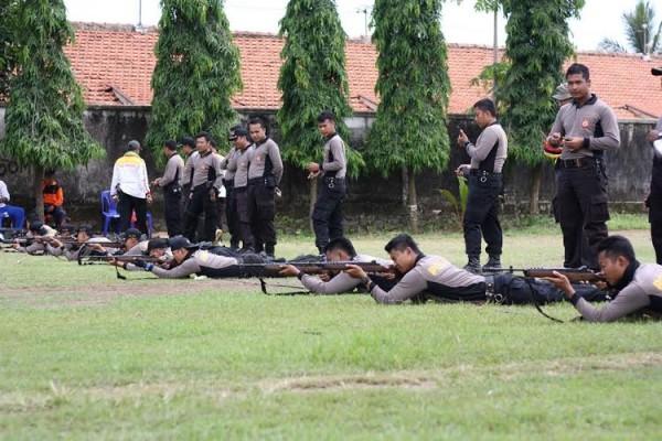 Asah Kemampuan, Polres Kebumen Gelar Latihan Menembak