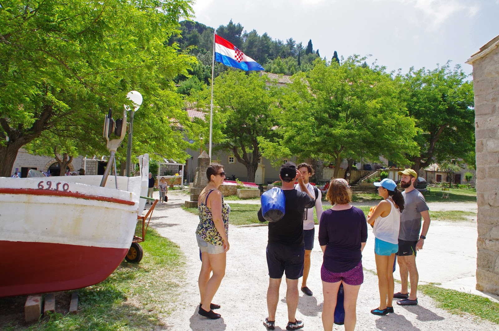 Group with guide on Sipan Island