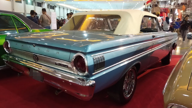 Ford Falcon convertible belakang
