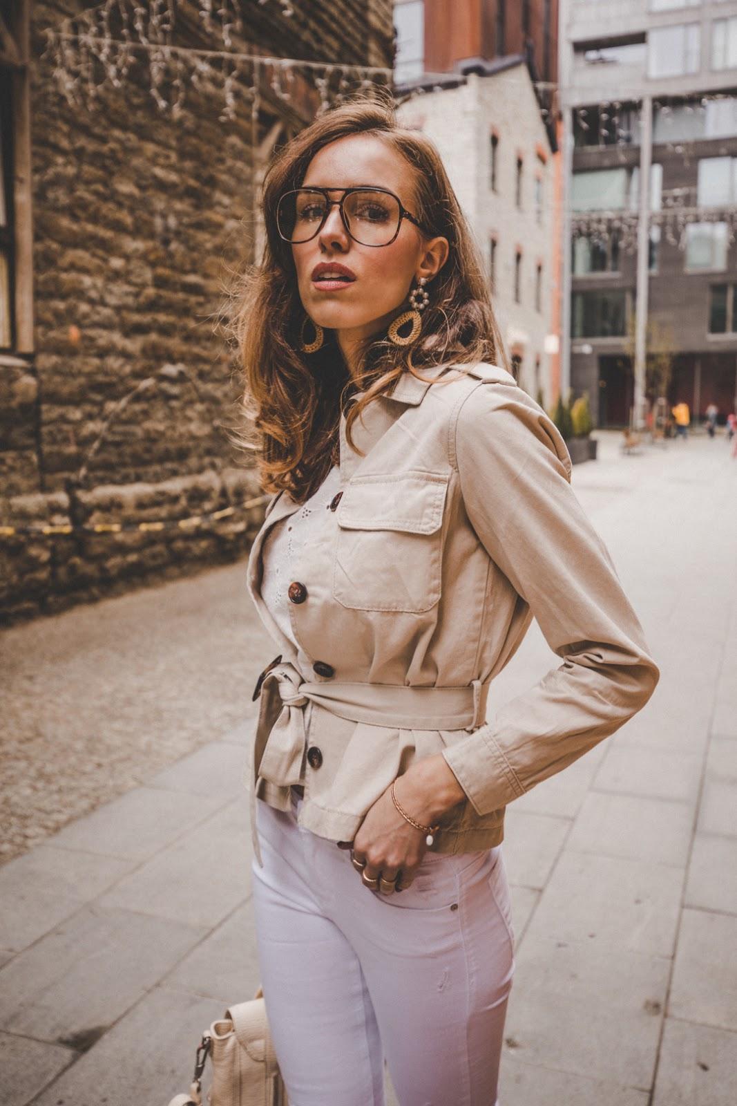 linen beige safari style jacket spring trend street style