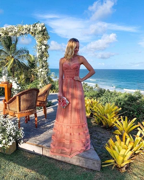 vestido longo para  madrinha de casamento na praia