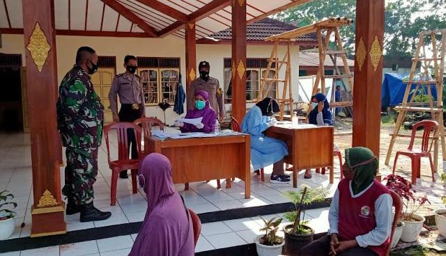 Polsek Padamara Bersama TNI Posramil Kawal Rapid Antigen Warga Desa Bojanegara