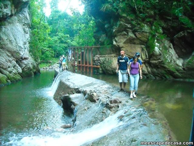 Cruce de la bocatoma del río Shilcayo, Perú (Juanito, Gina y Checa)